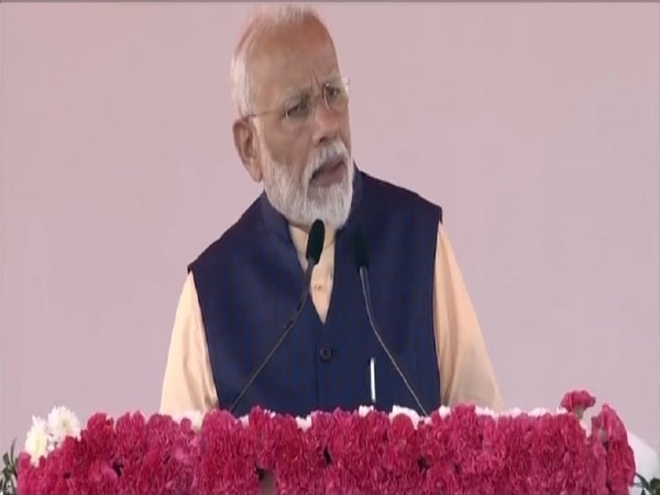 Article 370 only gave separatism and terrorism to J&K: PM Modi in Kevadiya
