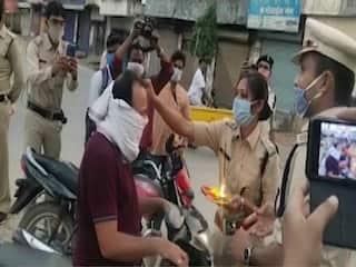 Lockdown उल्लंघन करने वालों की पुलिस ने आरती उतारी